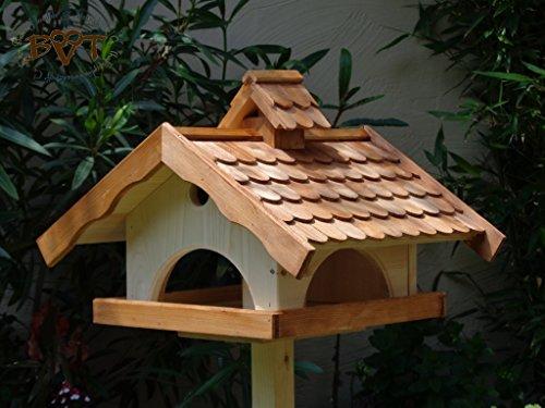 Vogelhaus,groß,mit Ständer,BTV-X-VONI5-LOTUS-LEFA-MS-dbraun002 Großes wetterfestes PREMIUM Vogelhaus mit wasserabweisender LOTUS-BESCHICHTUNG VOGELFUTTERHAUS + Nistkasten 100% KOMBI MIT NISTHILFE für Vögel KOMPLETT mit Ständer wetterfest lasiert, WETTERFEST, Holz Futterhaus für Vögel, MIT FUTTERSCHACHT Futtervorrat, Vogelfutter-Station Farbe braun dunkelbraun behandelt / lasiert schokobraun rustikal klassisch, MIT TIEFEM WETTERSCHUTZ-DACH für trockenes Futter - 2