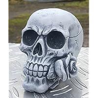 Stein Figur Totenkopf mit wunderschöner Rose frostfest