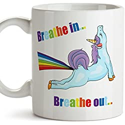 "Taza de yoga - Unicornio ""Breath in, breath out"" - Regalo original y divertido para adictos al yoga y amantes de unicornios - Taza de café - Cerámica 350 ml / 11 oz"
