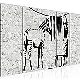 Bilder Washing Zebra Banksy Wandbild 200 x 80 cm - 5 Teilig Vlies - Leinwand Bild XXL Format Wandbilder Wohnzimmer Wohnung Deko Kunstdrucke Schwarz Weiß MADE IN GERMANY Fertig zum Aufhängen 303255a