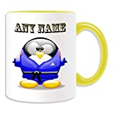 Personalisiertes Geschenk–Judo schwarz Gürtel Tasse (Pinguin in Kostüm Design Thema, Farbe Optionen)–alle Nachricht/Name auf Ihre einzigartige–Blau, keramik, gelb
