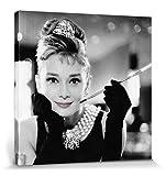 1art1 76419 Audrey Hepburn - Frühstück Bei Tiffany S/W Poster Leinwandbild Auf Keilrahmen 80 x 80 cm