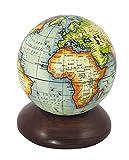 Kleiner Globus auf Holzsockel