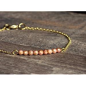 Zartes goldenes Messing Armband mit kleinen Glasperlen in altrosa, mint, grün oder violett zur Wahl