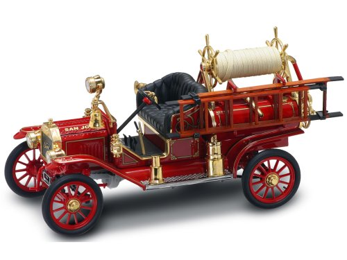 Ford Model T Fire Engine 1914 1:18 Die-Cast Model 20038 - Model Engine