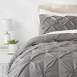 AmazonBasics - Juego de cama con colcha fruncida en pellizco, 135 x 200 cm, Gris oscuro