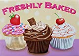 Ihre lieblings cupcakes, frisch gebacken. Erdbeeren, schokolade und Vanille. Für haus, haus, Essen, küche, EssenStange oder pub oder Café Metall/Stahl Wand Zeichen - 9 x 6.5 cm (Magnet)