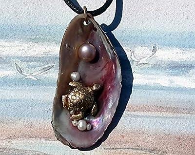 Pendentif Tortue faite main en bronze couleur or & perles d'eau douce sur moule violette