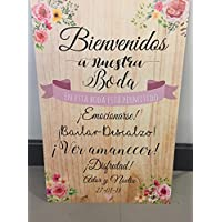 Cartel Bienvenidos a nuestra Boda flores con flores rosas y fondo de madera.