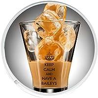 Keep Calm And have A BAILEYS redondo bebidas posavasos impreso en una imagen de un vaso de BAILEYS sobre hielo.
