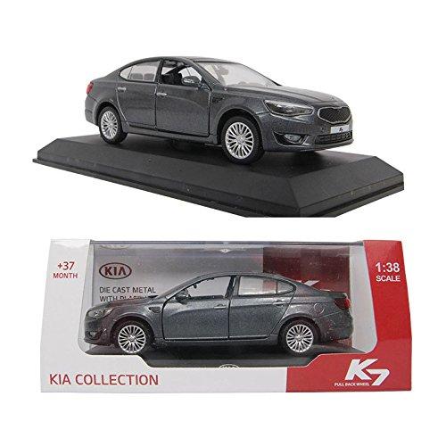 kia-k7-platinum-grafite-138-in-miniatura-in-metallo-pressofuso-con-cadenza-custodia-inclusa