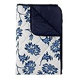 Just a Joy Gepolsterte Picknickdecke - extra groß, reine Baumwolle mit wasserfester Unterseite - Blaue Blumen