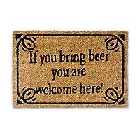 """Paillasson en fibres de coco avec inscription humoristique en anglais"""" If you bring beer you are welcome here"""".C'est un paillasson très décoratif pour votre porte d'entrée.   Les fibres de coco sont robustes et résistantes. Elles proviennent d'un..."""