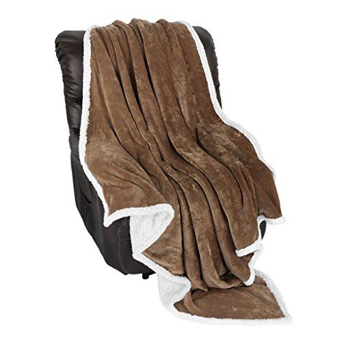 LANGRIA Manta de Sofá Tacto Aterciopelado  Reversible de Franela/Sherpa  Suave  Transpirable  Ligera  Ecológica y de Fácil Cuidado (150 x 200cm)  Color Camel