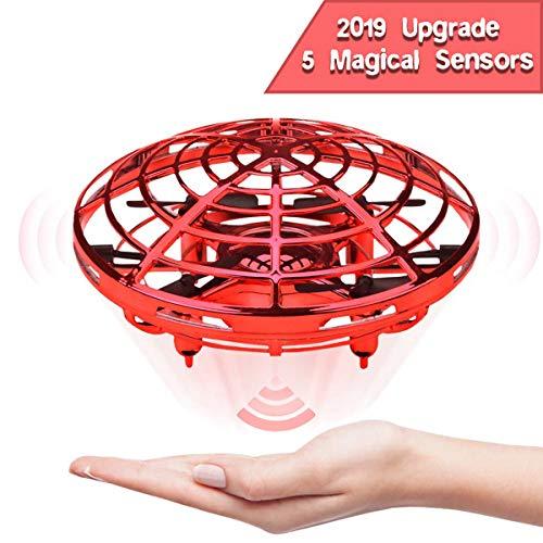 2019, la nueva edición de UFO Flying Toy diseñada para un regalo de Navidad. Juguete único y sorprendente para tus hijos!   Fácil de controlar para principiantes:  Sensores infrarrojos de alta tecnología incluidos en el ovni volador. Contrólalo para ...