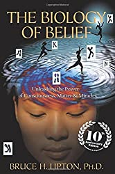 The Biology of Belief: Unleashing the Power of Consciousness, Matter & Miracles by Bruce H. Lipton (2015-10-13)