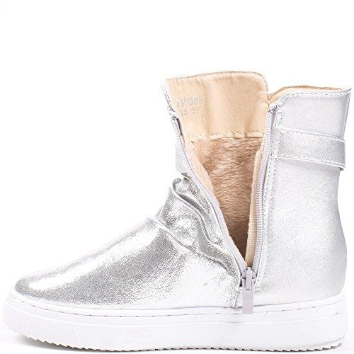 Ideal Shoes–Scarponcini bi-materiale con parte metallizzata e strassée Ornelia Argento
