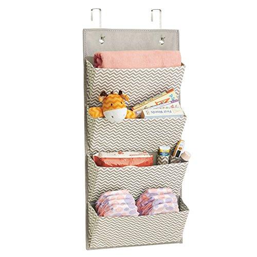 mDesign Hängeschrank - idealer Mehrzweckschrank zum Hängen - perfekt als Baby-Organizer für Windeln, Spielzeug & Co. - taupe/natur