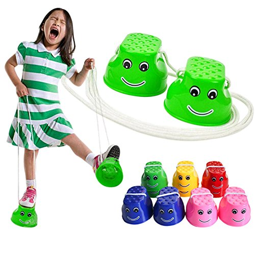 Wicemoon Outdoor Kunststoff Balance Training Springen Stelzen Schuhe Cute Smile Face Kinder Walker Spielzeug Monster Füße Fun Sport 1Paar (zufällige Farbe)