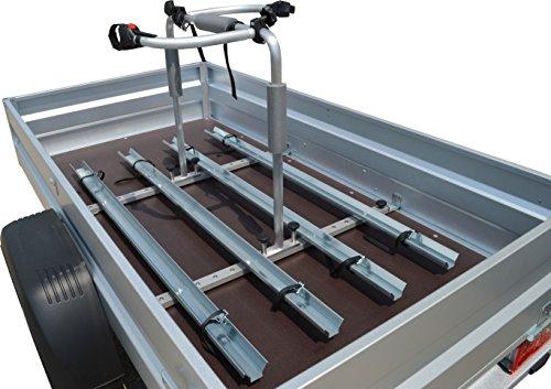 Universal Fahrradträger für PKW-Anhänger (Set 2 Fahrräder, 1.070 mm bis 1.250 mm Ladeflächenbreite) mit 2 Kurze Haltearme