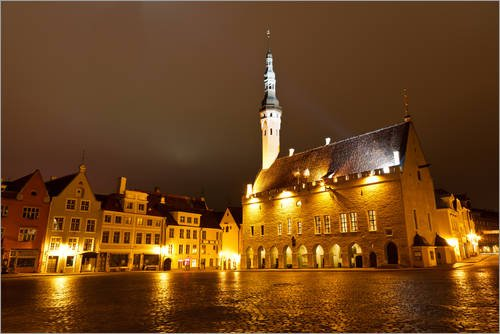 Posterlounge Acrylglasbild 180 x 120 cm: Tallinn Rathaus bei Nacht, Raekoja Square, Estland von Editors Choice - Wandbild, Acryl Glasbild, Druck auf Acryl Glas Bild