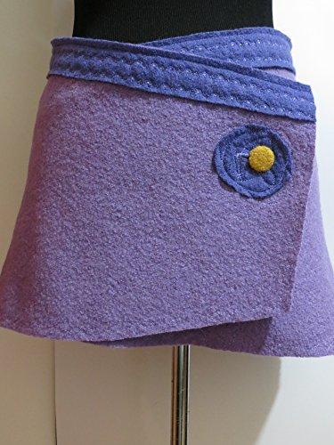 Hüftschmeichler / Cacheur / Mini Rock aus Walkwolle in hellem Violett-Blau mit Gurtelbort in dunklem Lavender-Violett; Knöpfe (Hell Womens Violett)