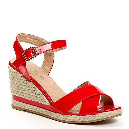 Ideal Shoes-Sandali compensati e smaltati con cinturini incrociati Lalia Rosso