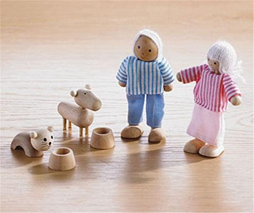 6 PIECE WOODEN DOLLS HOUSE FAMILY SET POSEABLE FIGURES INC DOG & CAT UK CE SAFE