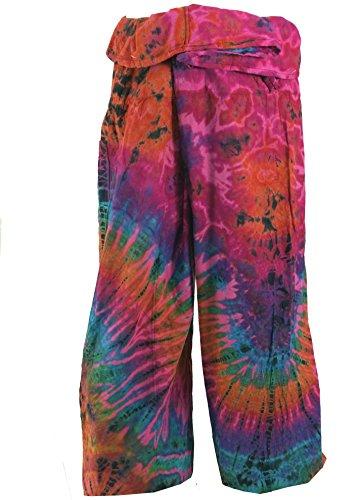 Bequeme Thai-Fischerhose/Yogahose aus Baumwolle in farbenfroher Batik, die durch ihre Wickeltechnik für einen Taillenumfang von 80 - 120 cm geeignet ist. Bei einer Körpergröße von 175 cm reicht diese Hose etwa bis zum Knöchel. Die gewünschte Hosenlän...