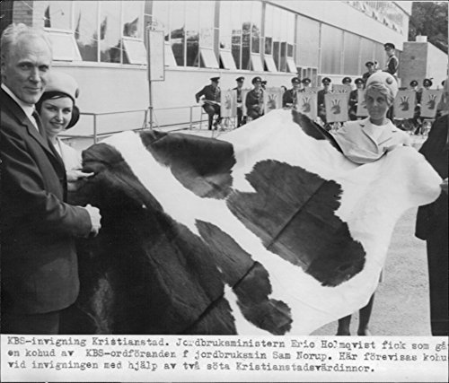 vintage-photo-of-agriculture-minister-eric-holmqvist-got-a-cowhide-as-a-gift-during-the-kbs-inaugura