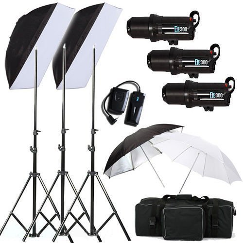 BPS Profi 900W Fotografie LED-Anzeige Studioblitz Studio Set Synchronblitzlampe 3*300W Blitzlampen Fotostudio Set inkl. Blitzleuchte Lamenstative Schirm Softboxen Auslöser Tragtasche