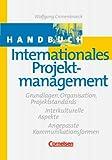 Handbücher Unternehmenspraxis: Handbuch Internationales Projektmanagement: Grundlagen, Organisation, Projektstandards - Interkulturelle Aspekte - Angepasste Kommunikationsformen. Buch