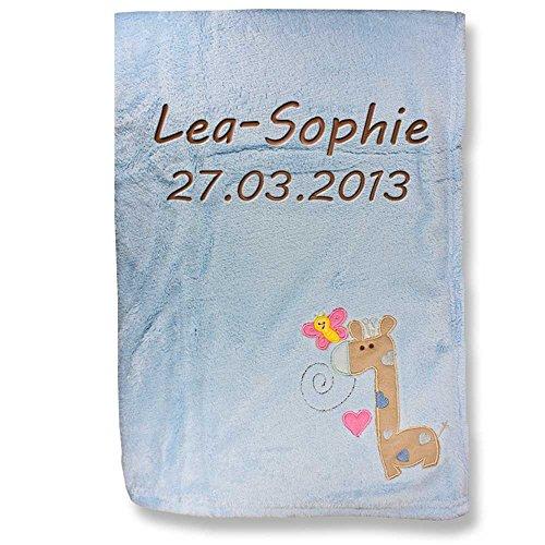 Babydecke Decke mit Namen bestickt 76x102 cm Motivwahl Giraffe Löwe Hase Bär Schmetterling Ente Elefant Hund kuschlig weich (Giraffe Schmetterling hellblau)