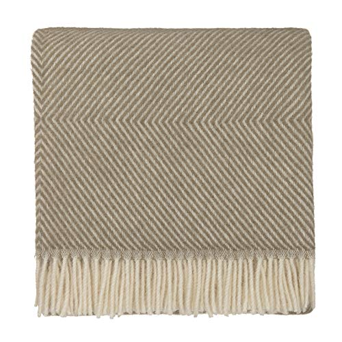 URBANARA 140x220 cm Wolldecke 'Gotland' Olivgrün/Eierschale - 100% Reine skandinavische Wolle - Ideal als Überwurf, Plaid oder Kuscheldecke für Sofa und Bett - Warme Decke aus Schurwolle mit Fransen -