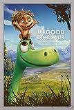 The Good Dinosaur Poster (Disney Pixar) Arlo & Spot (66x96,5 cm) gerahmt in: Rahmen silber