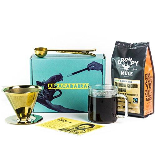 This Box Rocks Kaffee-Geschenk-Set mit titaniumbeschichtetem Tassen-Kaffee-Bereiter,Löffel-Clip & Beutel gemahlenerKaffee in einer charismatischen Geschenk-Schach
