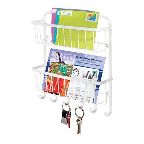 mDesign Schlüsselbrett mit Ablage für Flur oder Küche – Briefablage mit 2 Ebenen aus Metall – wandmontierte Schlüsselleiste mit 6 Haken – mattweiß