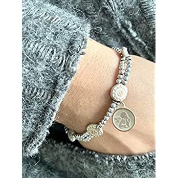 Mari – Handgefertigtes elastisches Damenarmband. Anhänger mit Schutzengel. In zwei Größen verfügbar.