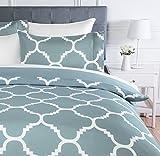AmazonBasics - Juego de ropa de cama con funda de edredón, de microfibra, 230 x 220 cm,   Azul celosía (Dusty Blue Trellis)