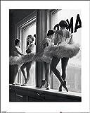 1art1 76926 Ballett - Ballerinas Auf Der Fensterbank Des Proberaums Poster Kunstdruck 50 x 40 cm