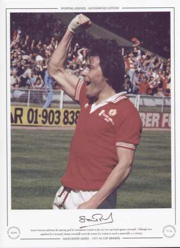 stuart-pearson-celebrates-manchester-united-1977-fa-cup-signed-ltd-ed