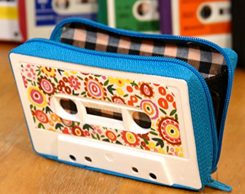 Monedero handmade hecho con cinta de cassette modelo zebra