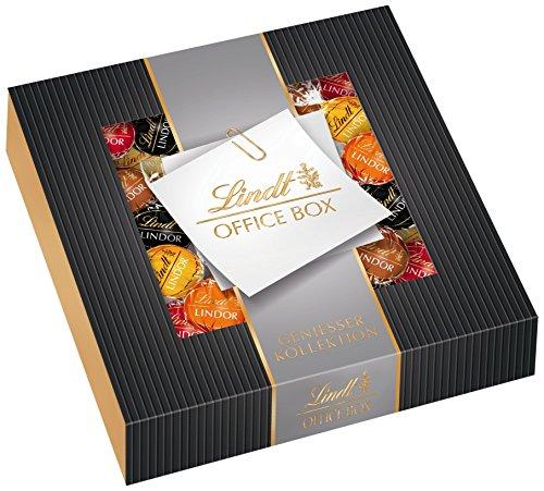 Lindt Lindor Office Box Edition 1, 935g, gefüllt mit zartschmelzenden Lindor Kugeln in den Sorten Milch, Feinherb 60{d2853a38bba58bafeae89d7a408663ffb60f01aff8c00686e8cd29250ef70645}, Weiß, Haselnuss und Caramel, 1er Pack (1 x 935 g)