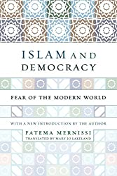 Islam And Democracy: Fear of the Modern World with New Introduction by Fatima Mernissi (2002-04-18)
