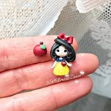 Biancaneve Orecchini Lobo Perno ~ Cute Disney Earrings Fimo Polymer Clay Kawaii tiny Princess Principessa Bambina Regalo Handmade Mela Sette Nani Neve