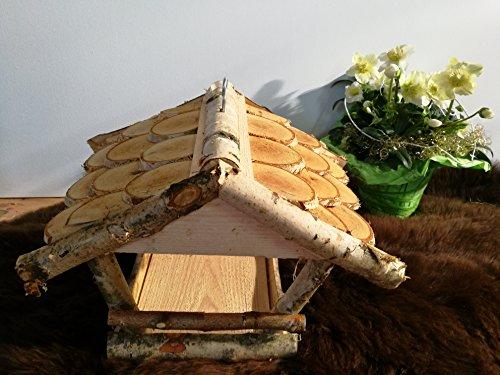 Vogelhaus Vogelhäuschen Futterstation Futterhaus Birkenvogelhaus – handgemacht! Stellfläche: ca. 24cm x 18cm, Höhe: ca. 23 cm – von Alpenfell