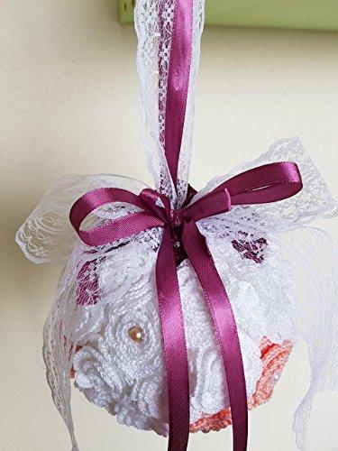 Rosa bouquet sposa/damigella rotondo matrimonio nozze handmade, in stile vintage rustico shabby chic composto da fiori artificiali, roselline lavorate all'uncinetto, arricchito da nastri, pizzi e perline.