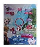 Elsa - Anna - Die Eiskönigin - Völlig Unverfroren - Disney Frozen -Accessoire Set - Armband - Verkleidungsaccessoires Prinzessin Wer will sich als Kind nicht zur Eiskönigin verkleiden? Die beliebte Eiskönigin Elsa aus dem erfolgreichen Disneyfilm . Alle Accessoires sind mit dem Bild von Elsa und ihrer Schwester Anna ausgestattet ausser Haargummi
