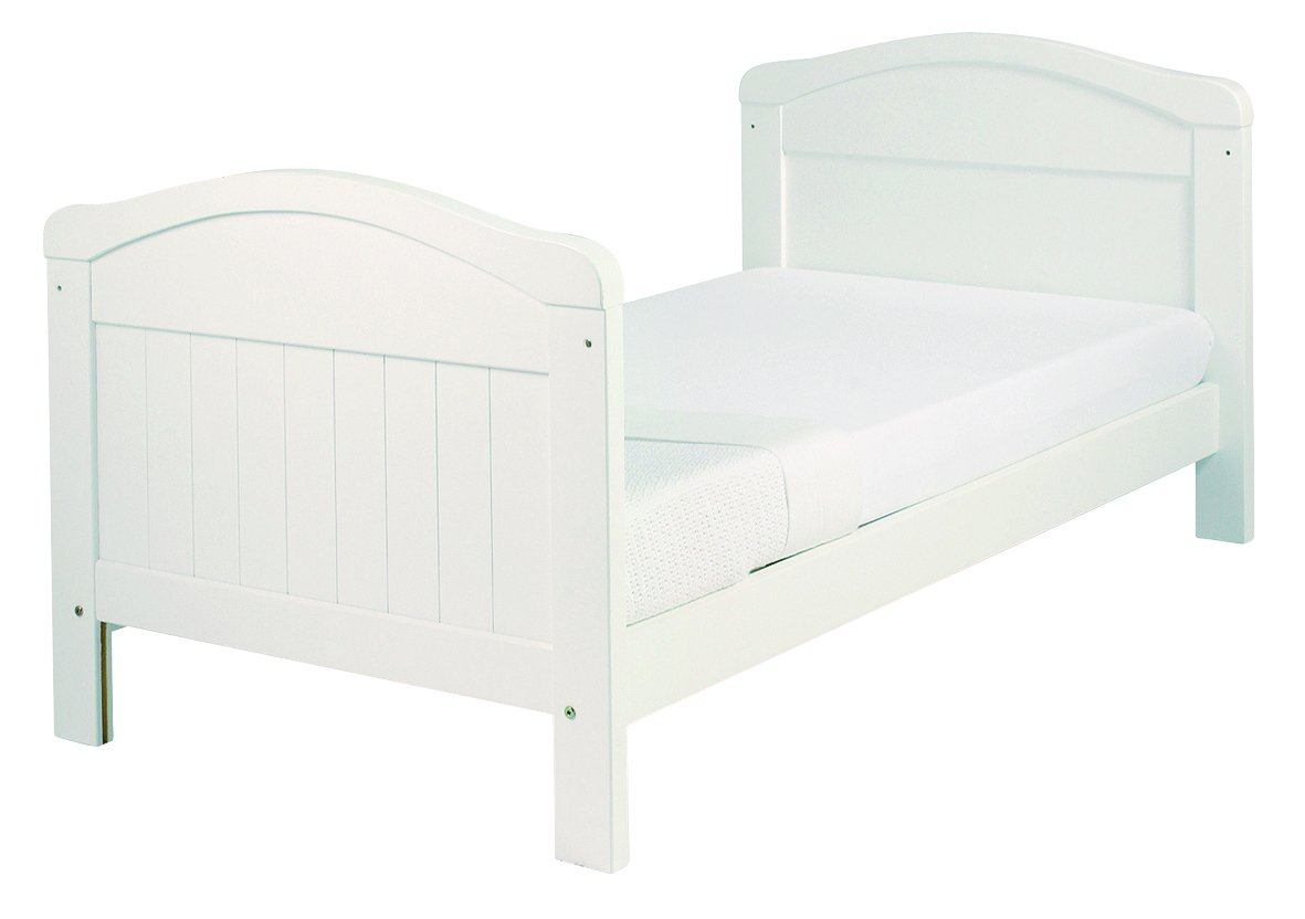 East Coast Country Cot Bed (White) East Coast Nursery Ltd 2 protective teething rails 3 base heights 2 fixed sides 2