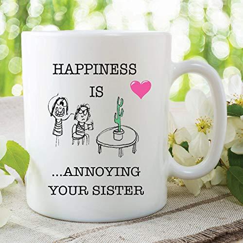 Lustige Tasse mit Aufschrift'Happiness Is Annoying Your Sister'